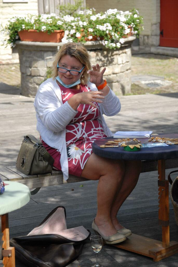 Isabella aan het werk tijdens het zomerprogramma van onze kantclub.