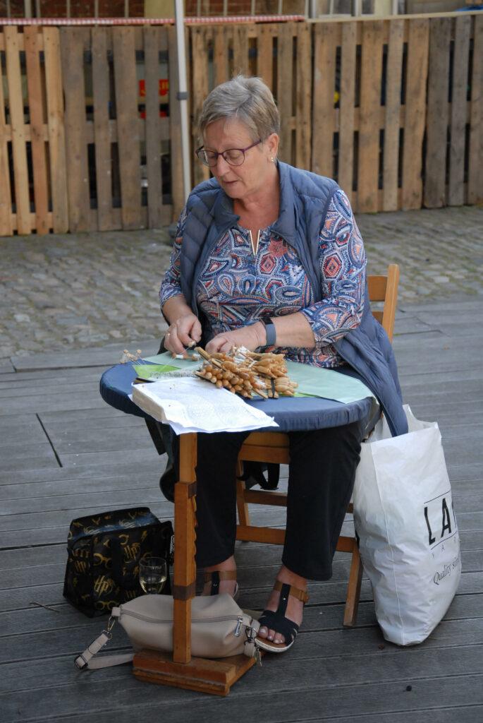 Ook Gerda kloste deze zomer op het binnenplein van het Huis van Alijn